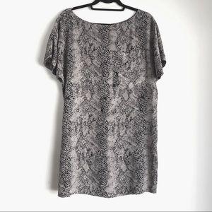 Joie • Grey Snakeskin Silk Short Sleeve Dress